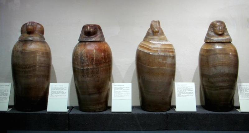 serie di vasi canopi in alabastro (XXVI dinastia)